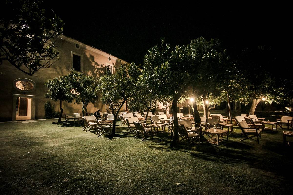 Divanetti in giardino per aperitivo farmhouse for Divanetti giardino