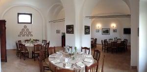 Uno scorcio della sala ristorante durante un matrimonio alla Masseria La Morella