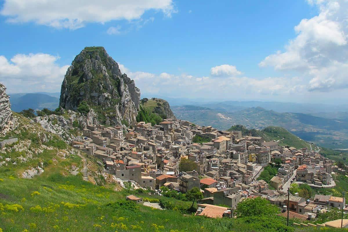 Castellabate, la città di Benvenuti al Sud