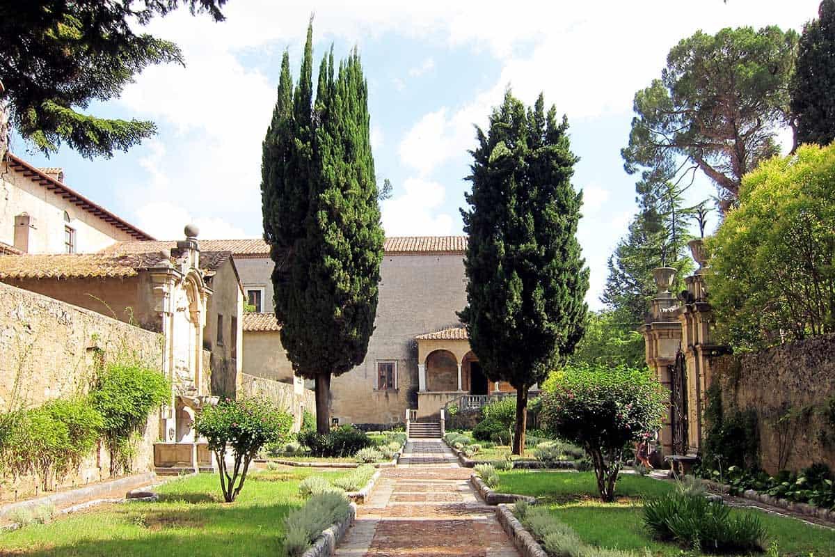 Il chiostro del priore nella Certosa di Padula